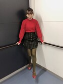 "勝田里奈 is wearing MOUSSY ""FRONT BUTTON CHECK MINI SKIRT"""