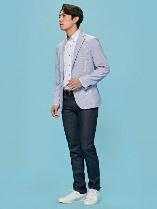 TOKYO_SHIRTS氏がWEARに投稿したコーデ ジャケットを羽織るクールビズスタイルであるならば、ジャケットとパンツの色をズラした「ジャケパンスタイル」など、視覚的な堅苦しさ・暑苦しさを緩和する組み合わせにしたいところですね。 白スニーカーを履くだけでも、足元の解放感が高まって軽やかな印象になりますよ。