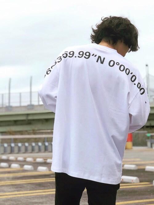 Decoさんのスウェット「オーバーサイズフィット コットンTシャツ ウィズ プリンテッド グリッド リファレンス(HUGO|ヒューゴ)」を使ったコーディネート
