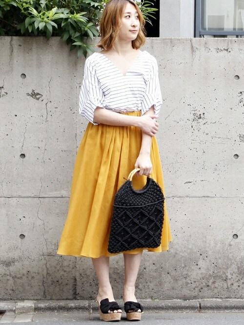 TiaraTIARA STAFFさんのスカート「ボリュームギャザーカラースカート(TIARA ティアラ)」を使ったコーディネート