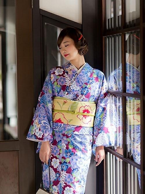京都きもの町KIMONOMACHIさんの着物/浴衣「京袋帯+袷着物セット「着物:パープル 花とハリネズミ、リス+帯:クリームイエロー お花」(KIMONOMACHI|キモノマチ)」を使ったコーディネート