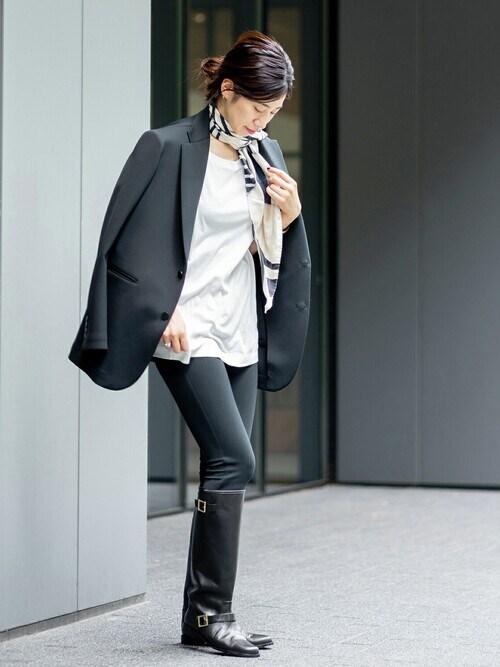 スカーフ×ジャケットのレディースきれいめコーデ