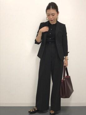 女性用スーツを選ぶ時の注意点4:派手すぎな小物