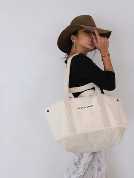 FLAG by  ALEXIA STAM|ALEXIA STAMさんの「Switching Medium Tote Bag/トートバッグ(ALEXIA STAM)」を使ったコーディネート