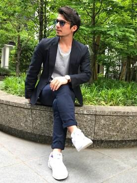 オフィスカジュアルの靴とコーデ14:白スニーカーを使ったお手軽オフィカジ