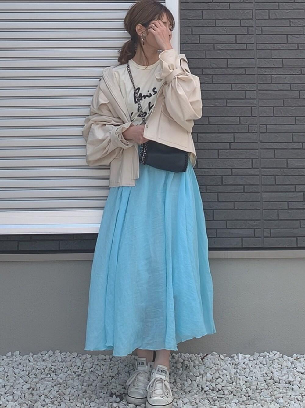 ブルーのロングスカートで涼しげコーデ