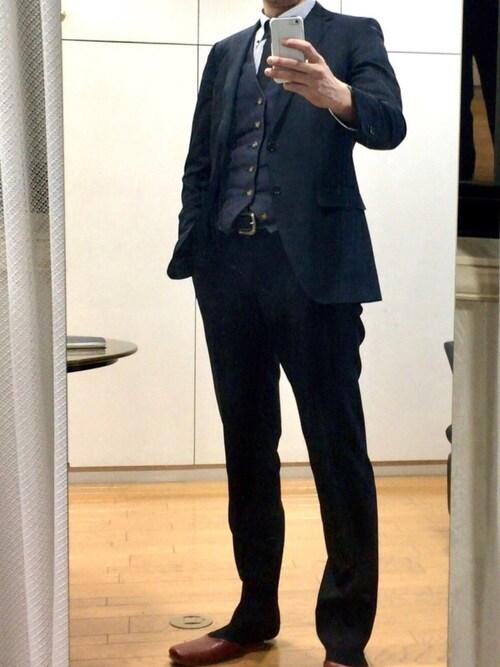 Taka氏がWEARに投稿したコーデ|ジレの本丸こと、スリーピーススーツスタイル。ジレがジャケットやパンツよりも、ほんの少し薄いだけで、奥行きのある着こなしになりますね。