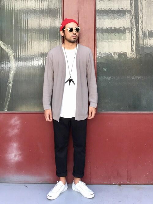 黒スリムパンツ×白スニーカーで普段着の延長 画像1