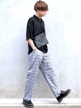 オフィスカジュアルの靴とコーデ3:黒いスリッポンのパンツスタイル