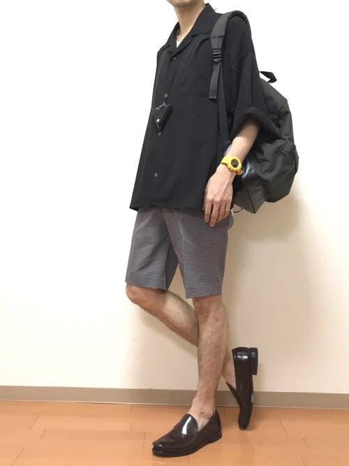 たにき氏がWEARに投稿したコーデ|ワイルドな半ズボンも、シャツと艶あるローファーで挟めば、ほどよいカジュアル感のままでキープ!