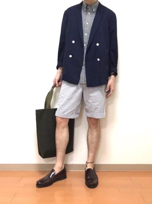 たにき氏がWEARに投稿したコーデ|半ズボンに他のローファーだと足元が浮きかねないところに、シンプルさとワイルドさを備えたコブラヴァンプ。