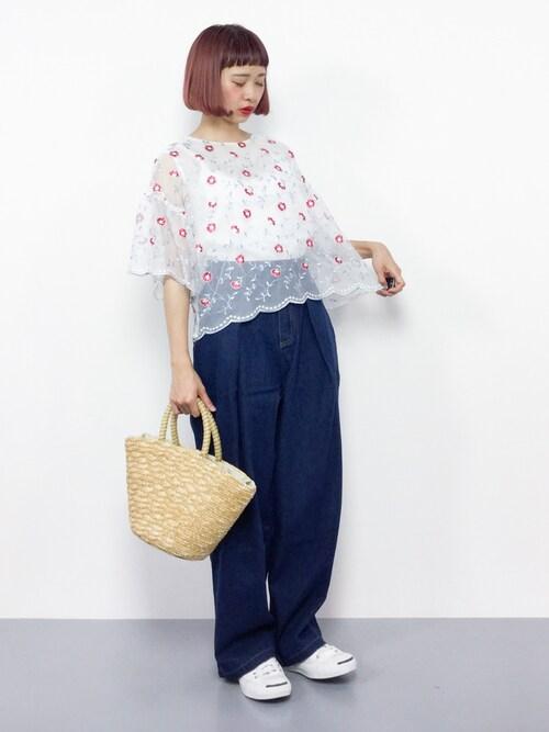 ZOZOTOWNチョコビさんのシャツ/ブラウス「花刺繍シースルースカラップヘムトップス7050(merlot plus メルロープリュス)」を使ったコーディネート