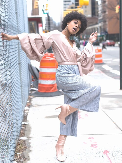 "Kyra N Ferguson is wearing Forever 21 ""FOREVER 21+ Metallic Pleated Culottes"""