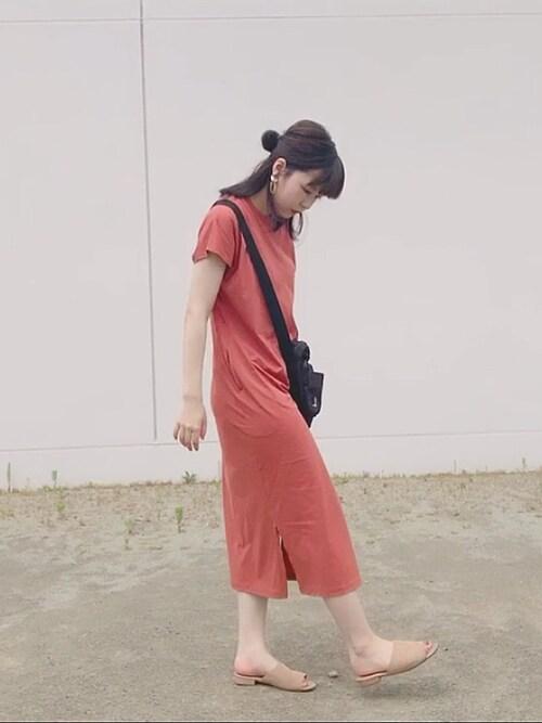ユニクロのワンピースTシャツピンクとサンダル