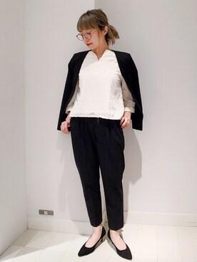 女性のビジネスカジュアル王道コーデ1:ジャケット×シャツ