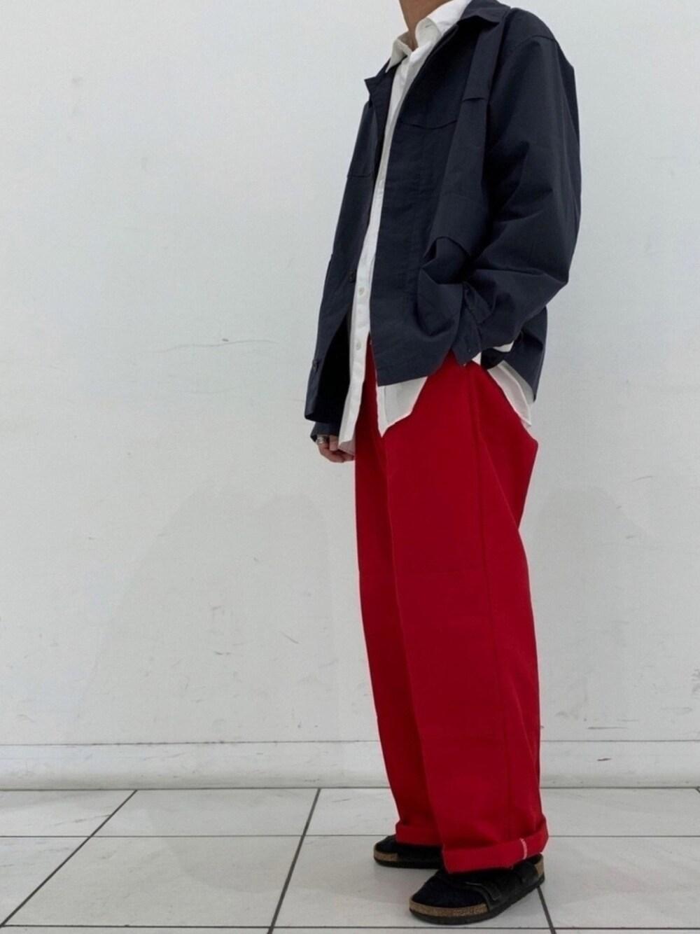 赤色のワイドパンツを使ったメンズコーデ