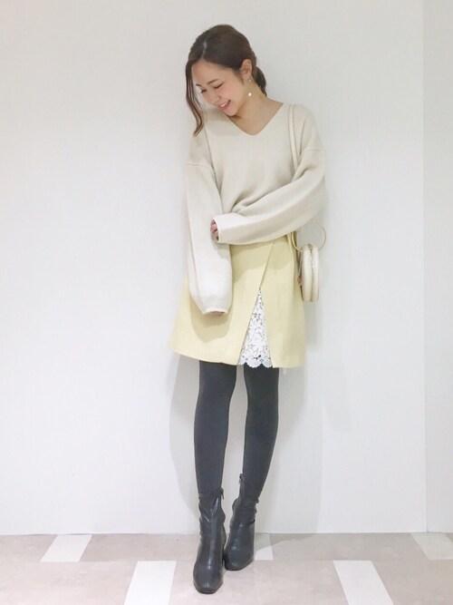 MERCURYDUO高橋由希さんのスカート「ツイードレース切替ミニスカート(MERCURYDUO|マーキュリーデュオ)」を使ったコーディネート