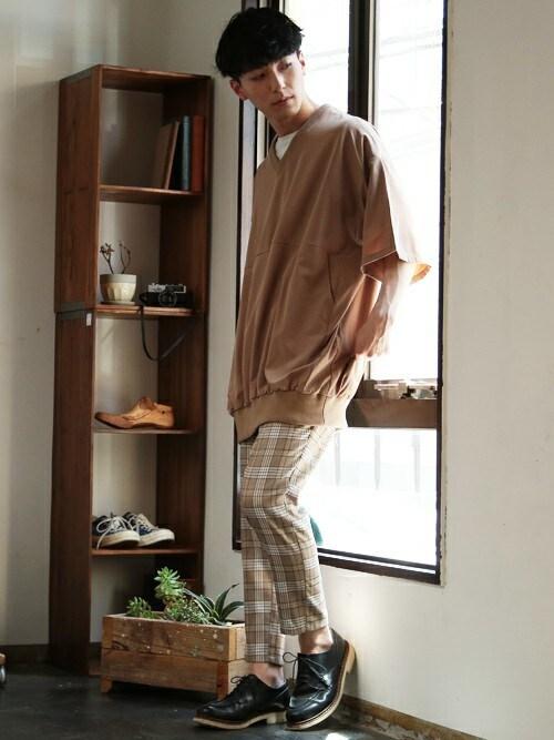 JIGGYS SHOP 本社JIGGYS SHOP PRESSさんのTシャツ/カットソー「Vネック メンズ プルオーバー Tシャツ(NIIRUS|ニールス)」を使ったコーディネート