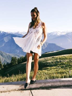 "Bethany Marie is wearing FREE PEOPLE ""Women's Free People Tell Tale Sleeveless Tunic"""