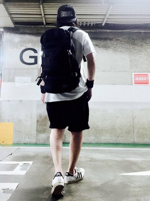 ブラックショートパンツ×白スニーカー 画像1