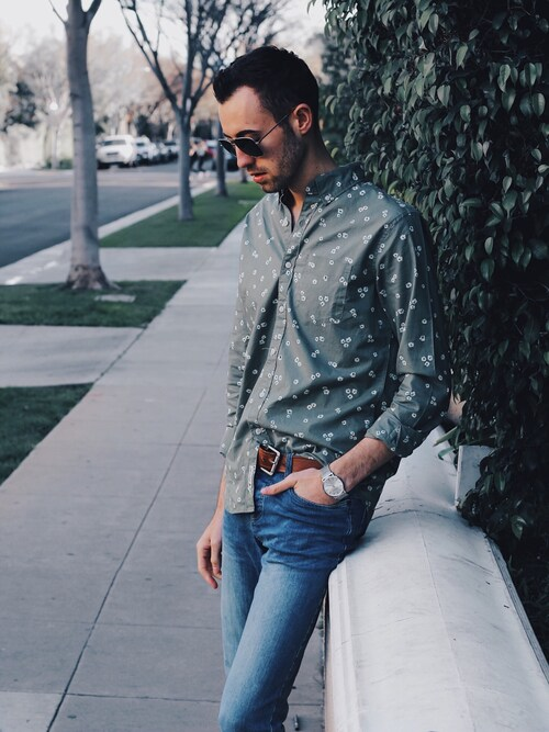 "Alex & Mike is wearing AMERICAN EAGLE OUTFITTERS ""American Eagle Outfitters AE Classic Print Poplin Shirt"""