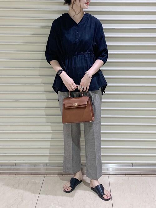 LOWRYS FARM  京都ポルタゆーかっちさんのシャツ/ブラウス「ドビーチュニックブラウス 843801(LOWRYS FARM|ローリーズファーム)」を使ったコーディネート