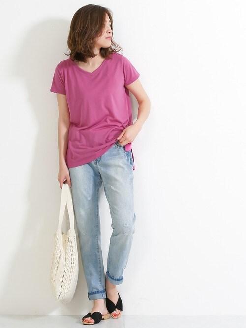 SocialGIRLSocialGIRLさんのTシャツ/カットソー「シンプルベーシックVネックとろみ半袖Tシャツ(Social GIRL|ソーシャルガール)」を使ったコーディネート