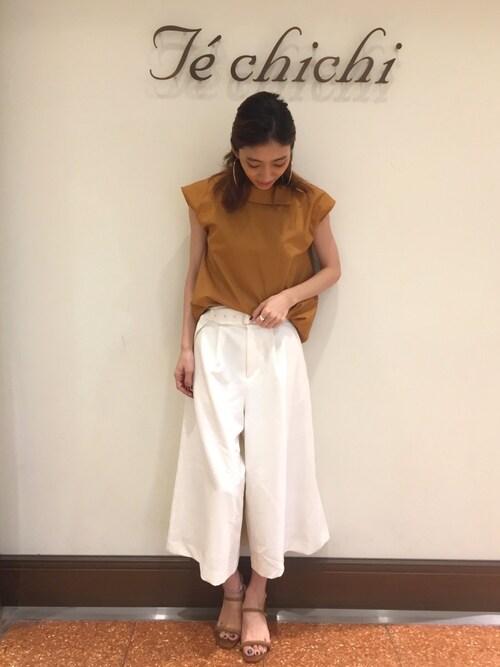 SUZUKI YUNAさんの「変形衿ブラウス(Te chichi)」を使ったコーディネート