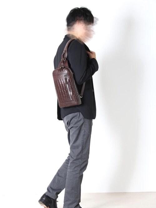 三京商会sankyoshokaiさんのショルダーバッグ「クロコダイルレザー ボディーバッグ(sankyo shokai|サンキョウショウカイ)」を使ったコーディネート