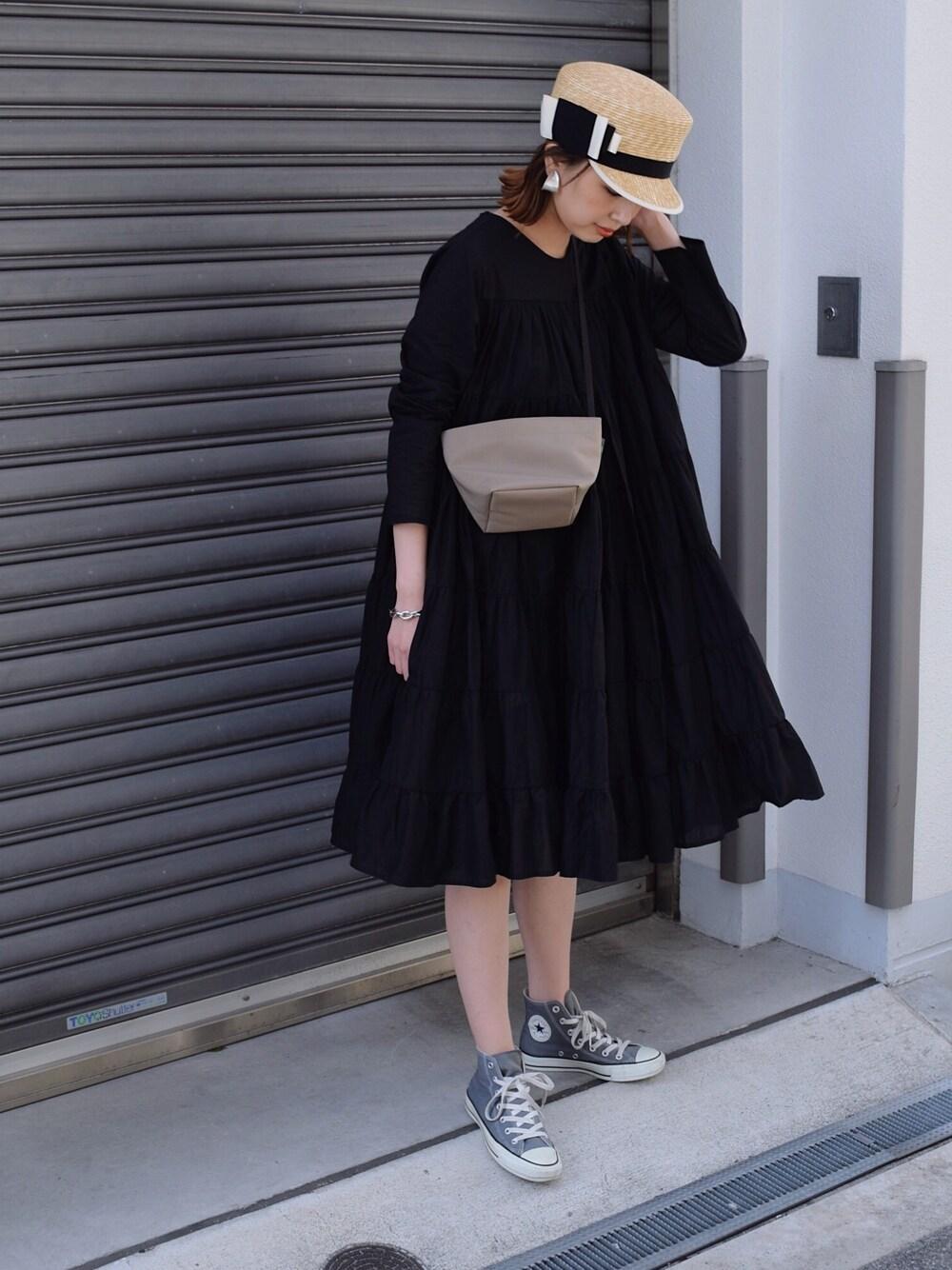遊園地 ママコーデ テーマパーク ファッション 30代 40代 ティアードワンピ スニーカー
