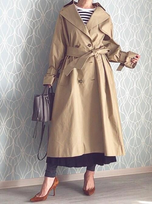 トレンドの「ロング丈コート」を風になびかせて