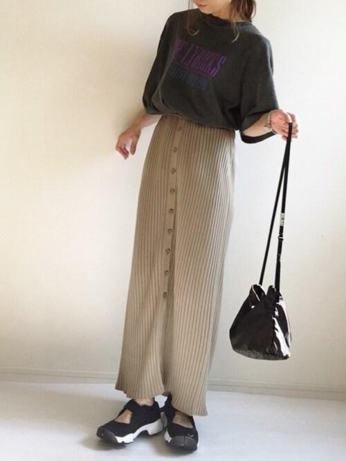リブタイトスカート 黒Tシャツ