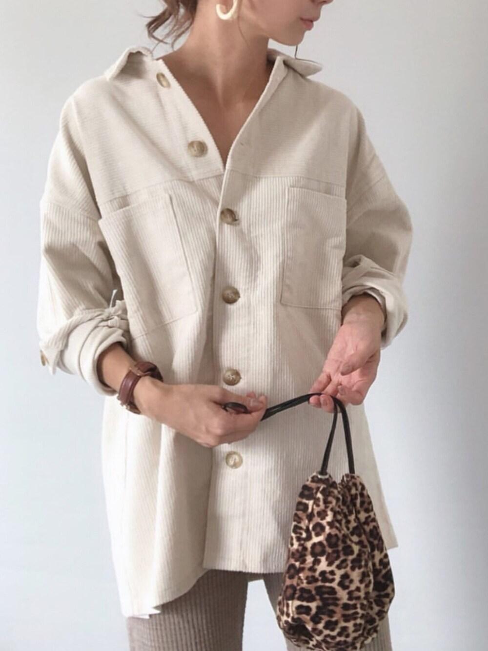 秋ファッション ママコーデ ベージュ シャツ レオパードバッグ