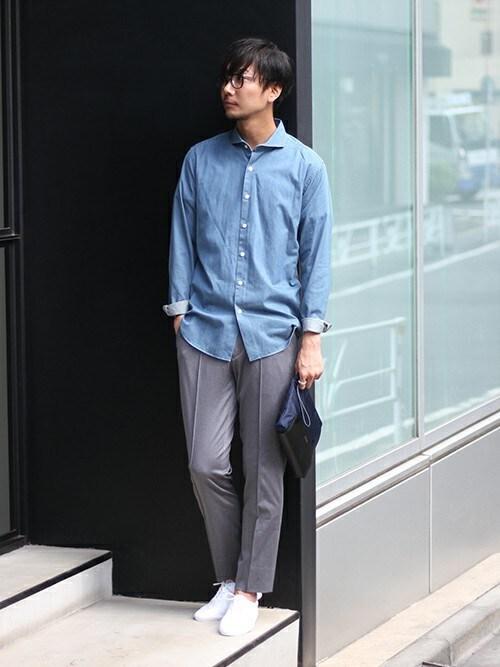 miura氏がWEARに投稿したコーデ|ビジネスでもカジュアルでも、ノータイスタイルの基本は第一ボタンを外すこと。元々開きの大きいカッタウェイがスタイリッシュにキマります。