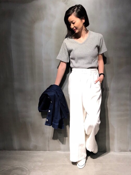 COLONY 2139ららぽーと富士見店TOMOMI NAKAGAWAさんのTシャツ/カットソー「32/−綿ワッフル半袖VネックTシャツ(COLONY 2139 コロニートゥーワンスリーナイン)」を使ったコーディネート