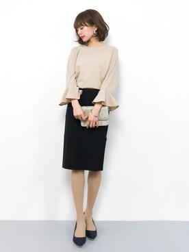 女性のビジネスカジュアル王道コーデ7:カットソー×スカート