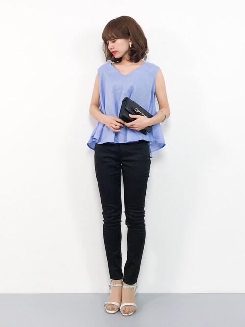 ZOZOTOWNerikoさんのシャツ/ブラウス「Vネックフレアノースリーブブラウス(titivate|ティティベイト)」を使ったコーディネート