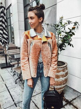 Thania Peck is wearing ZARA