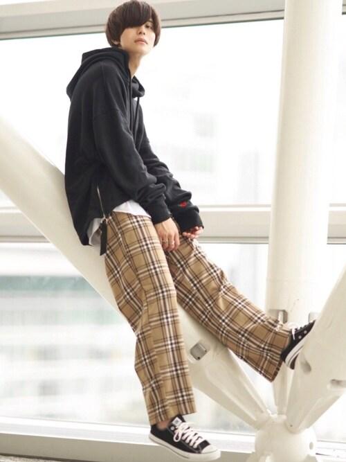KEIさんのパンツ「【BASQUE -enthusiastic design-】TRストレッチワイドパンツ 2019AW(BASQUE magenta バスクマゼンタ)」を使ったコーディネート