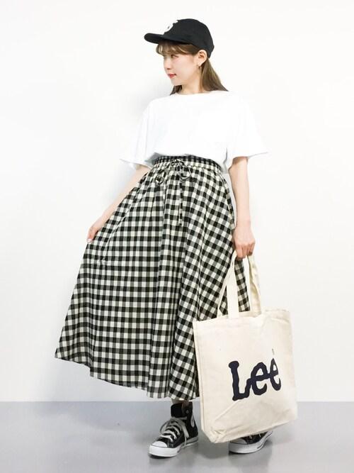 ZOZOTOWNMAIさんのトートバッグ「【Lee】ロゴビックトートバック/リー/ロゴプリント/バックポケット(Lee|リー)」を使ったコーディネート