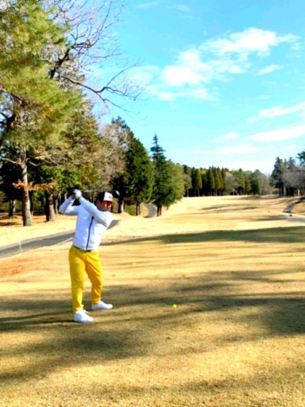 黄色のゴルフウェア大特集
