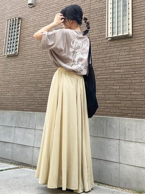 ブラウンTシャツ イエロースカート