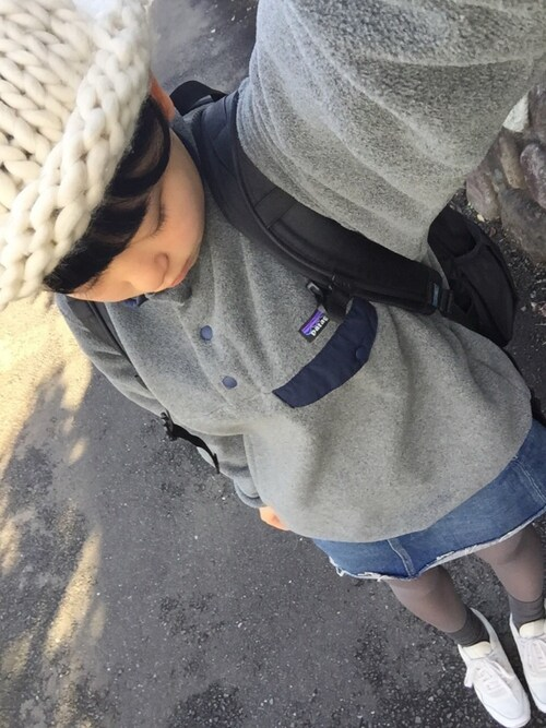 "mnmxo is wearing Patagonia ""Patagonia Synchilla Snap-T Fleece Hoodie - Gray"""