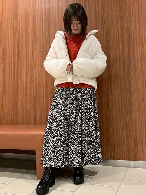 INGNI 三井アウトレットパーク札幌北広島店INGNI(イング)さんのスカート「単色レオパード柄ギャザー/スカート(INGNI イング)」を使ったコーディネート