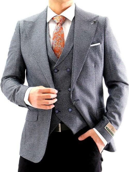 BIN-1 LIMITED氏がWEARに投稿したコーデ|ジャケットのインナーとして。そして、シャツのアウターとして、スーツスタイルに差し込むジレ。1つ足すだけで全体のフォーマル感がグッと高まります。