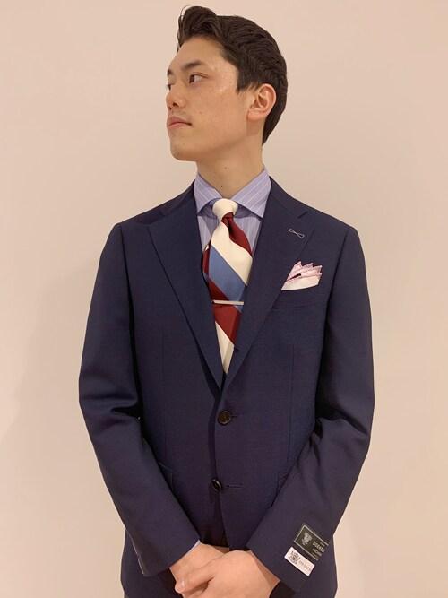 岡﨑氏がWEARに投稿したコーデ ネクタイの立体感をキープするのも、ネクタイピンの重要な仕事。ちょっとしたことのようですが、見栄えが全然違いますね。