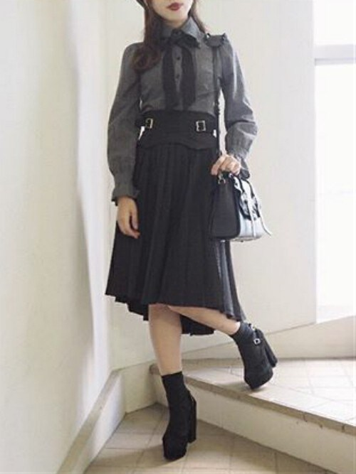 EATME原宿店eatme-harajukustaffさんのスカート「2WAYベルテッドプリーツスカート(EATME|イートミー)」を使ったコーディネート