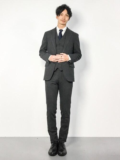 REN氏がWEARに投稿したコーデ|ジャケットとパンツ、そしてジレ。三拍子が完全に揃ったスリーピーススーツスタイルです。
