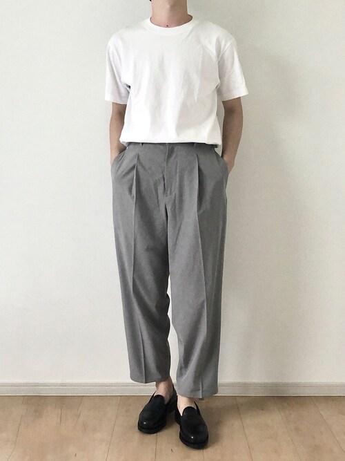 tom🐶氏がWEARに投稿したコーデ|トレンドライクな、ビッグシルエットTシャツ&ワイドパンツの組み合わせ。そんな全身をほどよく締めてくれる黒ローファーの仕事ぶり。