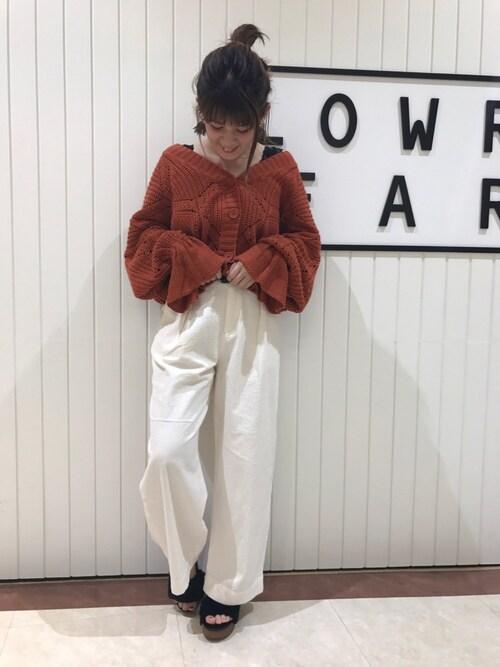 ①×白パンツですっきりコーデ